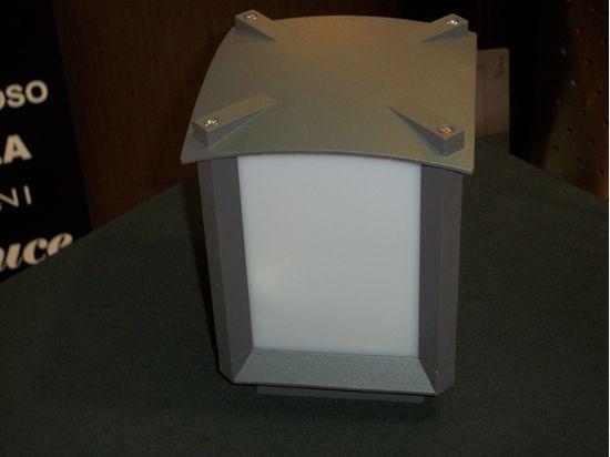 Applique a parete per esterno grigio scuro e policarbonato opaco