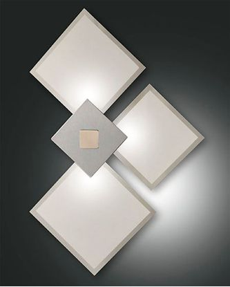 Immagine di Applique Da Parete Per Interni  Con 3 Cubi In Vetro Bianco Con Cornice Cromata E Ferma Vetro Cromo