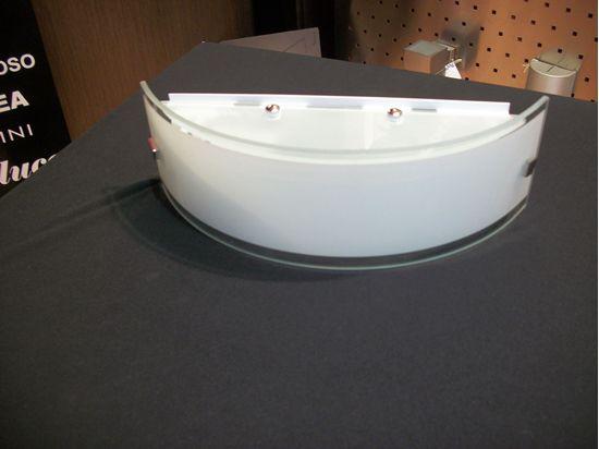 Applique da parete per interni a forma di fascia in vetro bianco e