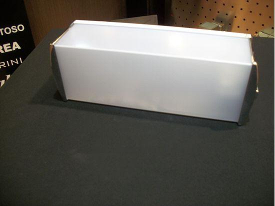 Applique da parete per interni in vetro bianco e particolari cromo
