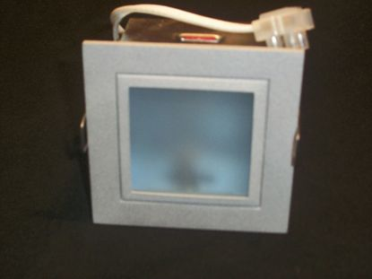 Immagine di Faro Da Incasso Per Interni Quadrato Con Cornice Alluminio E Diffusore A Nido D'ape