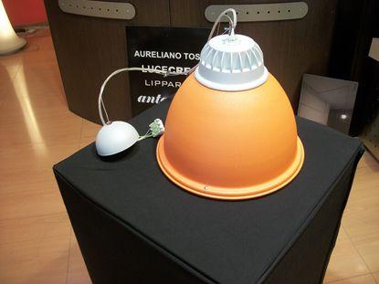 Immagine di Lampada A Sospensione Con Diffusore A Campana Arancione