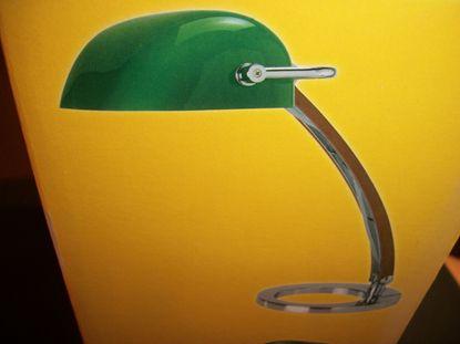 Immagine di Lampada Da Tavolo Con Base In Acciaio E Diffusore In Vetro Di Colore Verde