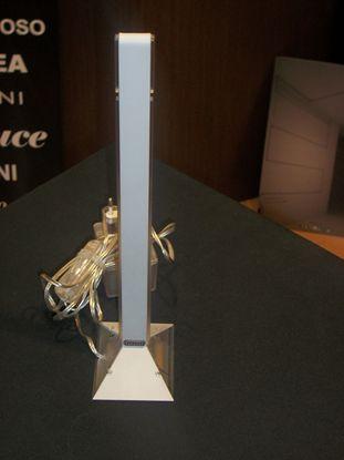 Immagine di Lampada Da Tavolo In Metallo Di Colore Grigio