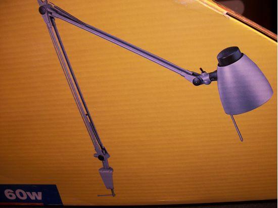 Lampada Scrivania Viola : Lampada da tavolo in metallo di colore viola. bime ingrosso e