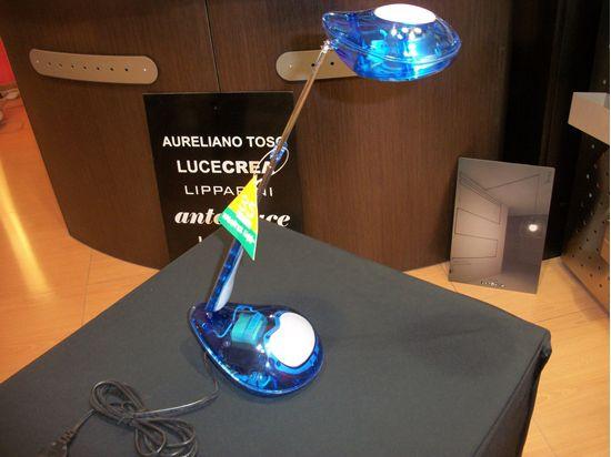 Picture of Lampada Da Tavolo In Plastica Di Colore Azzurro