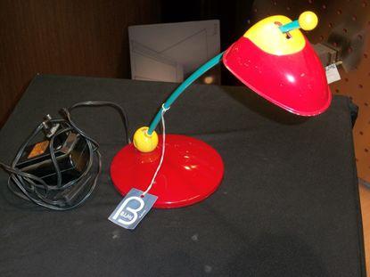 Immagine di Lampada Da Tavolo In Plastica Di Colore Rosso, Giallo E Azzurro