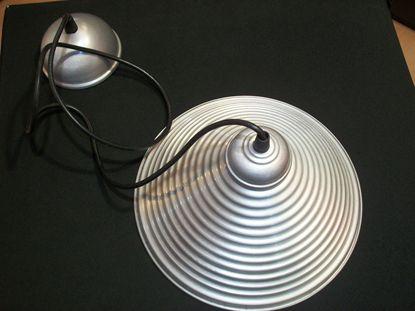 Immagine di Lampadario Per Interni Con Cappello In Alluminio Rigato