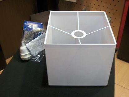 Immagine di Lampadario Per Interni In Plastica Di Colore Bianco