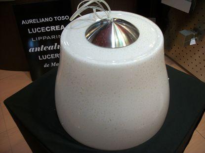 Immagine di Lampadario Per Interni In Vetro Di Colore Bianco E Particolari In Oro