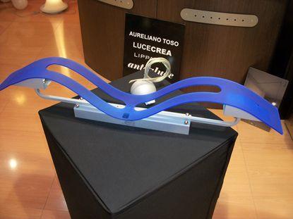 Immagine di Plafoniera Da Soffitto In Metacrilato Blu E Struttura Alluminio