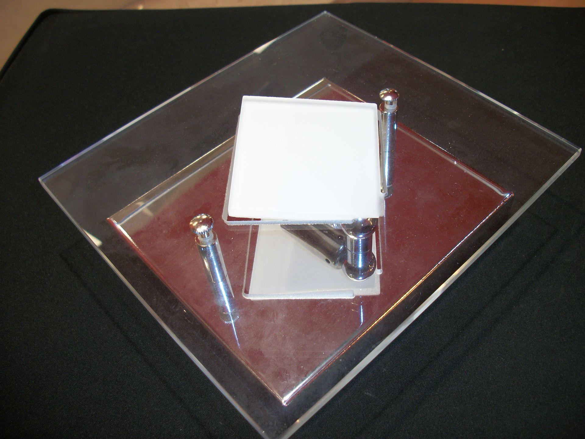 Applique da parete per interno quadrato con vetro trasparente e base