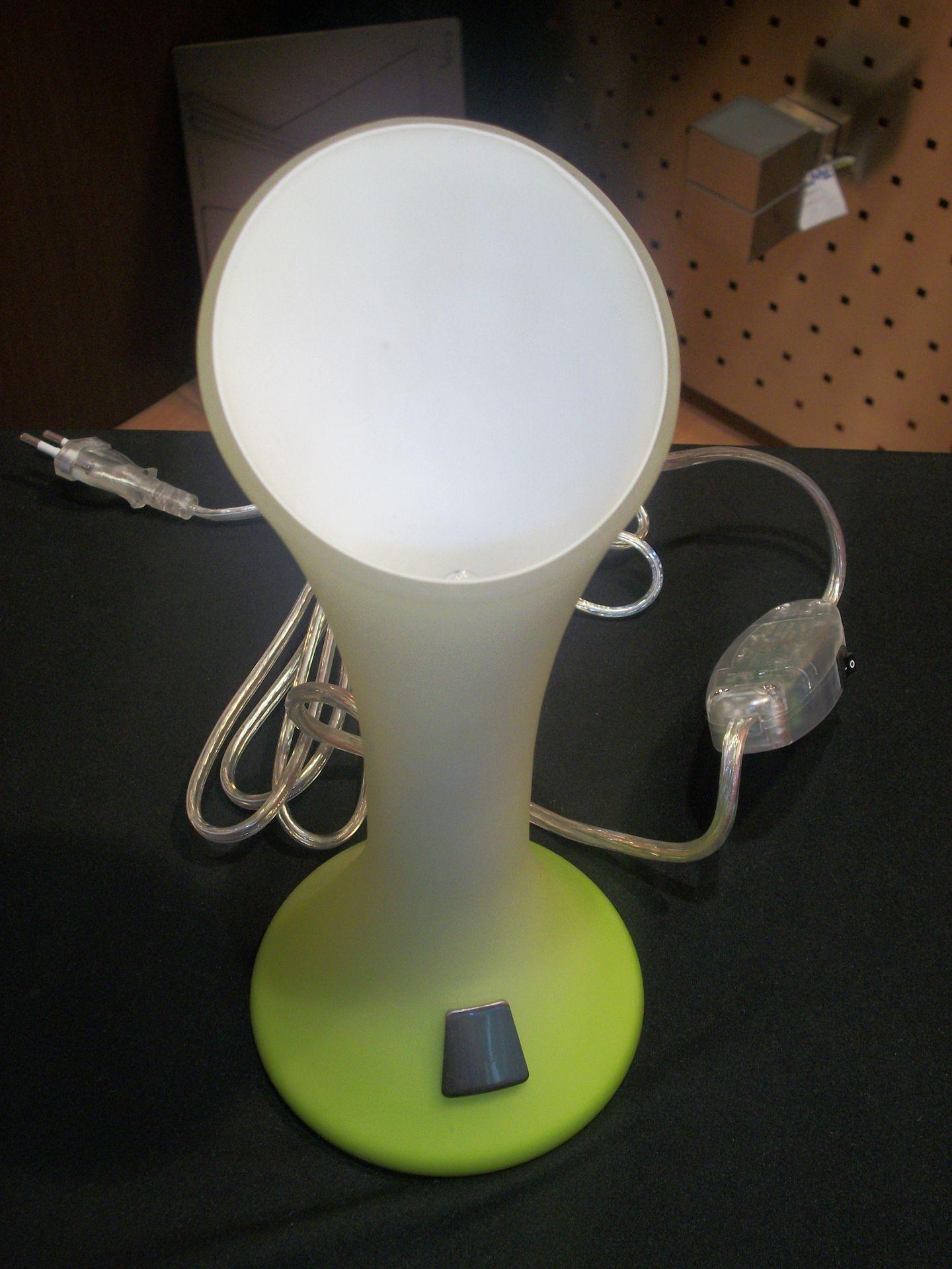 Lampada da tavolo touch di colore verde mela bime ingrosso e dettaglio materiale elettrico for Lampada da tavolo verde