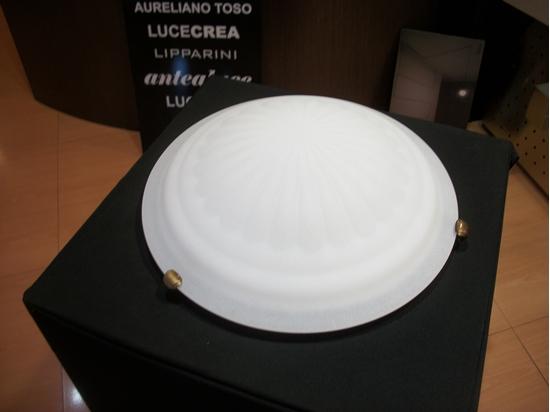 Immagine di Plafoniera A Soffitto In Vetro Bianco Con Fermavetro Color Bronzo