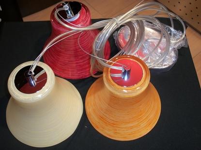 Immagine di Sospensione Con 3 Calate In Vetro Di Color Avorio Bianco E Rosso