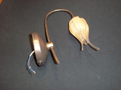 Immagine di Applique Da Parete Per Interni, Con Struttura E Base Marrone Scuro E Diffusore In Vetro Ambra