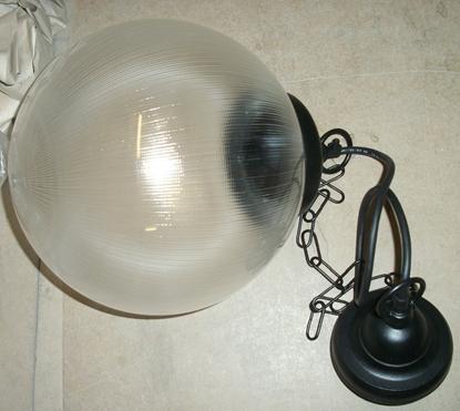 Immagine di Lampada A Sospensione Per Esterno Nera Con Sfera
