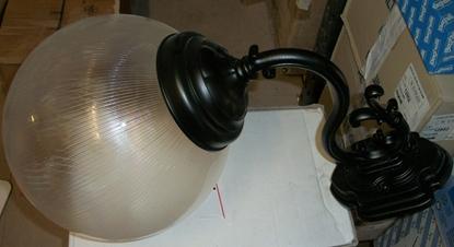 Immagine di Applique Da Parete Per Esterno Nero Con Sfera Diemtro 300mm Prismatizzata