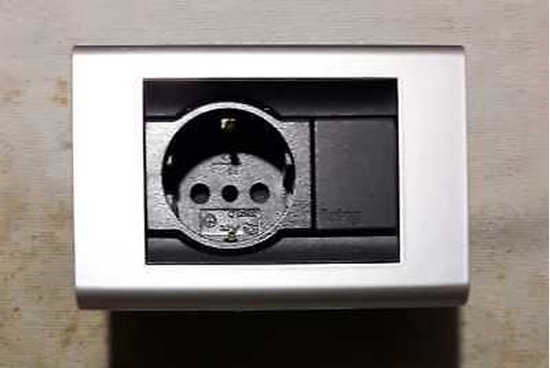 Immagine di Placca Living Classic 1 Modulo + 1 Presa Schuko Alluminio -4750al-